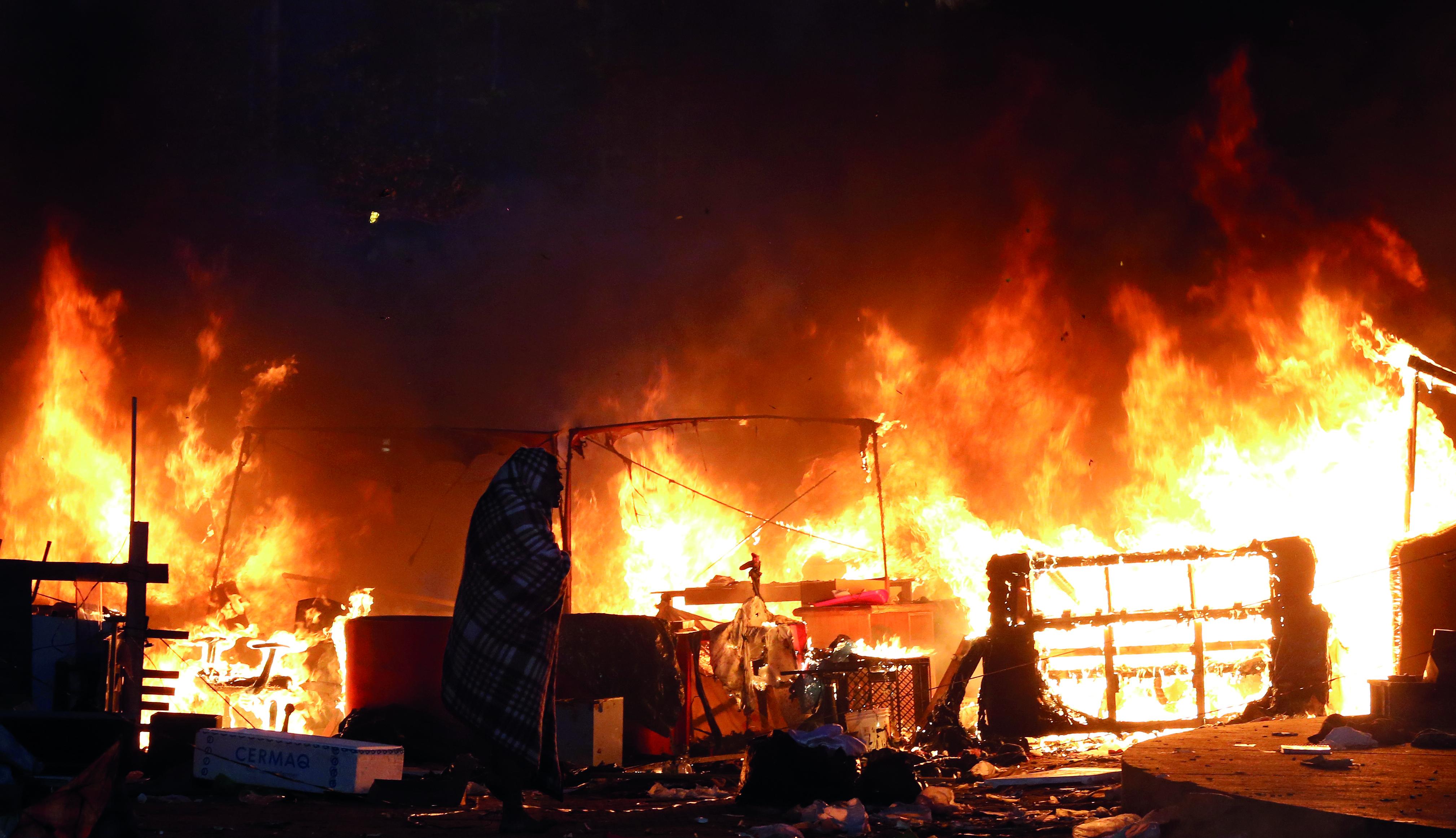 """Incêndio após operação policial na """"nova cracolândia"""", no dia 11 de junho de 2017"""